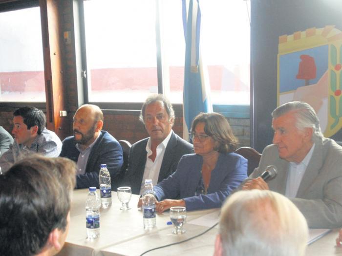 """""""El justicialismo ha sido siempre defensor de la democracia"""", dijo Gioja, en respuesta a acusaciones macristas."""