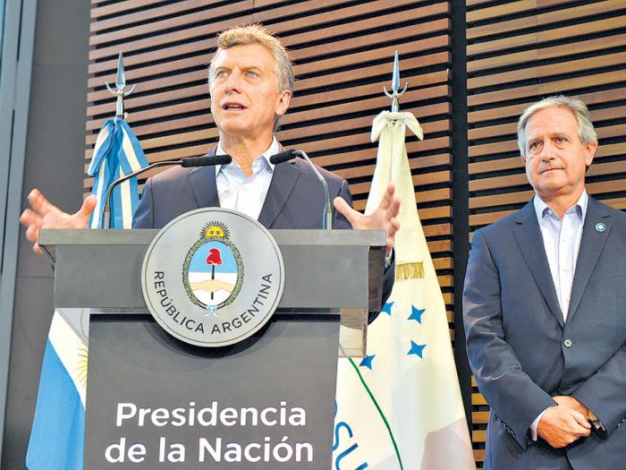 Macri junto al ministro de Modernización, Andrés Ibarra, en el relanzamiento del INAP.
