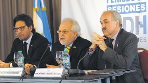 El ministro Germán Garavano; el presidente de la CIDH, Francisco Equiguren, y el secretario de Cancillería, Pedro Villagra Delgado.