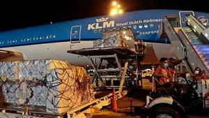 Llegan 864.000 vacunas desde Holanda.