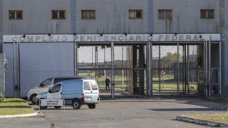 Empresarios y ex funcionarios detenidos eran espiados en la cárcel de Ezeiza.