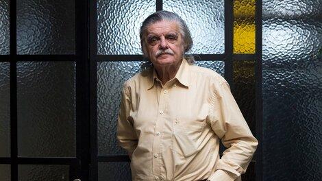 La desaparición de González conmociona a la cultura argentina.