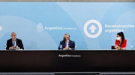 Alberto Fernández junto al ministro de Desarrollo Territorial y Hábitat, Jorge Ferraresi, y la titular del PAMI, Luana Volnovich.