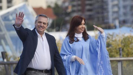 Los integrantes de la fórmula presidencial juntos en el cierre de campaña en Mar del Plata.