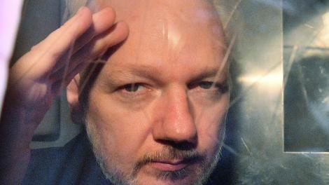 Para los médicos, Assangeentró en un círculo vicioso de ansiedad, estrés e impotencia.