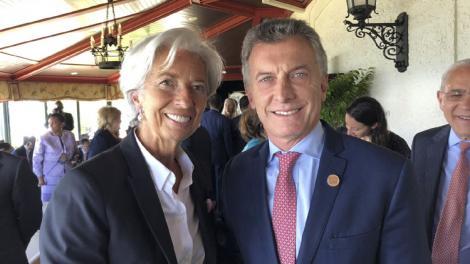 Macri y Lagarde se saludaron brevemente al cruzarse en un pasillo.