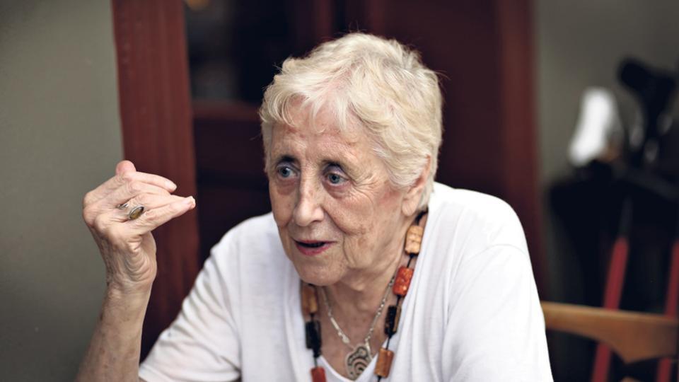 """""""Las mujeres tuvieron un papel fundamental en las rebeliones antineoliberales en América latina"""", afirma Stella Calloni."""