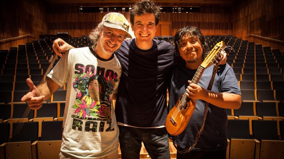 Sargento García, Yann-Gäel Poncet y el charanguista mendocino Oscar Miranda.