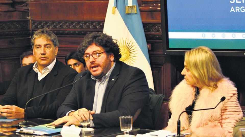 Avelluto fue convocado al Senado por el conflicto en el Incaa.