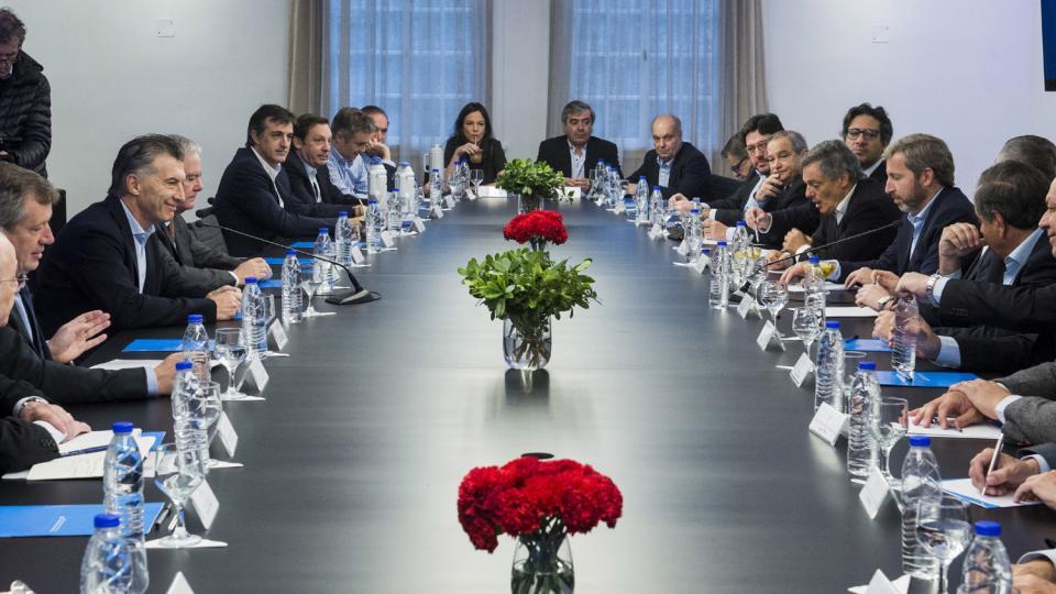 Macri hace cambios en su gabinete para reemplazar a los ministros que son candidatos.