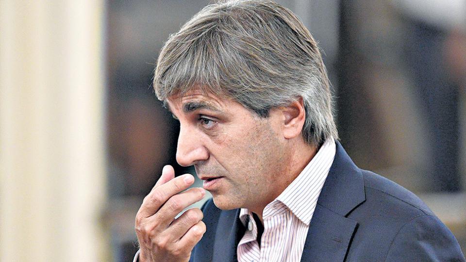 """Luis Caputo, ministro de Finanzas, celebró la operación como una muestra de """"confianza y credibilidad""""."""
