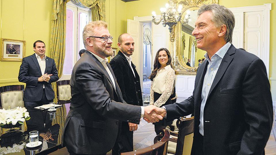 Rabinovich y equipo, ayer, junto a Macri en el Salón de los Científicos Argentinos de Casa Rosada.