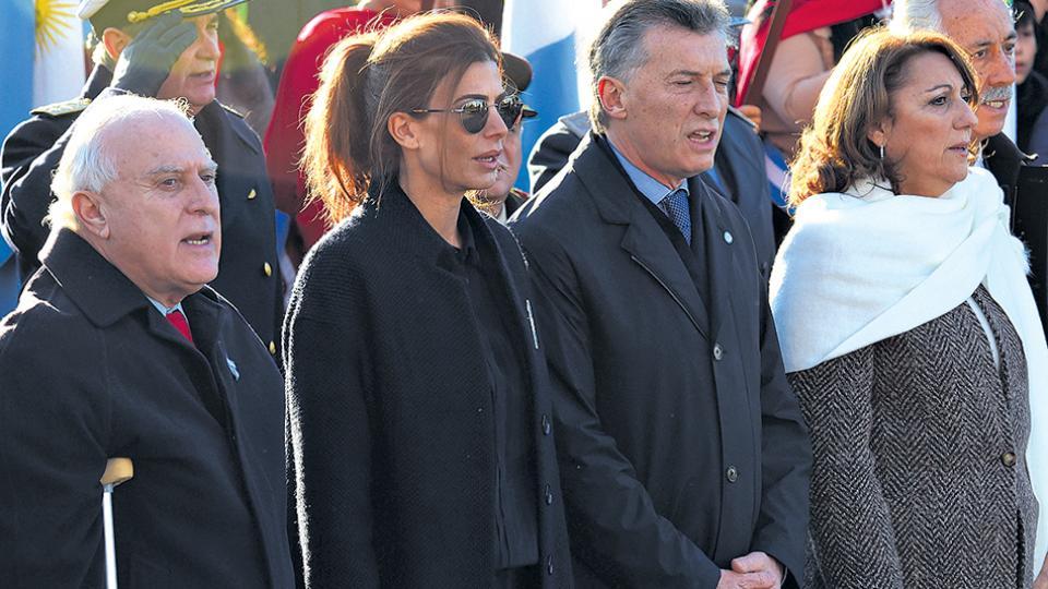En contraste con los actos populares del anterior gobierno, en el acto de Macri hubo poca gente.