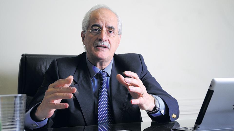 Jorge Taiana participó ayer de la sesión en el Parlasur, en la sede de Montevideo.