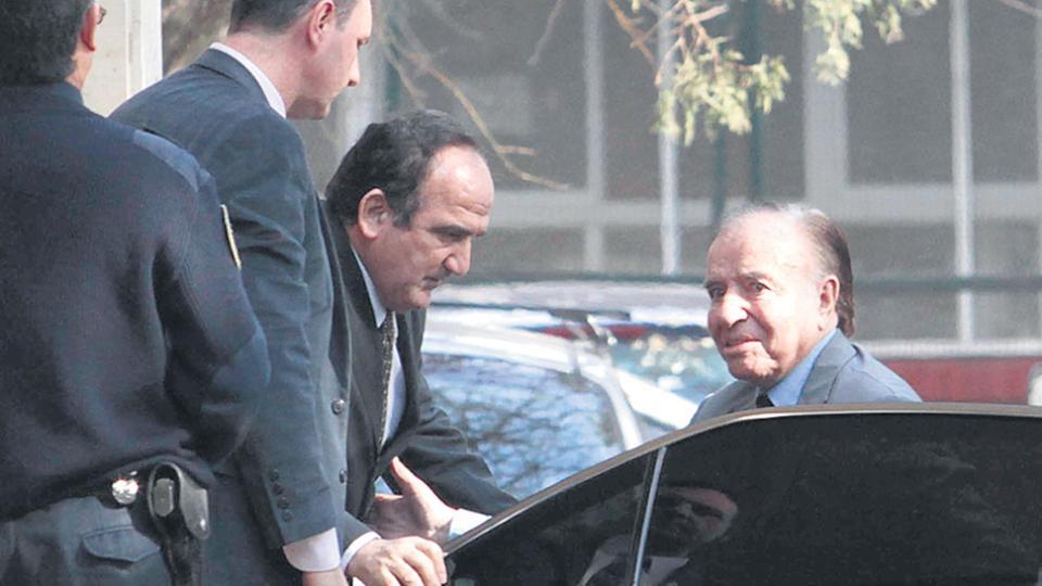El ex presidente Carlos Menem, de 86 años, tiene mandato como senador hasta diciembre.