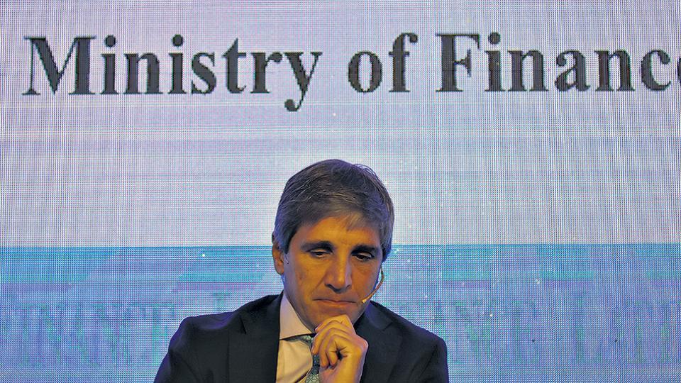 Luis Caputo, ministro de Finanzas. Tras el objetivo de bajar costos de financiamiento, pagando un costo altísimo. Curiosa estrategia.