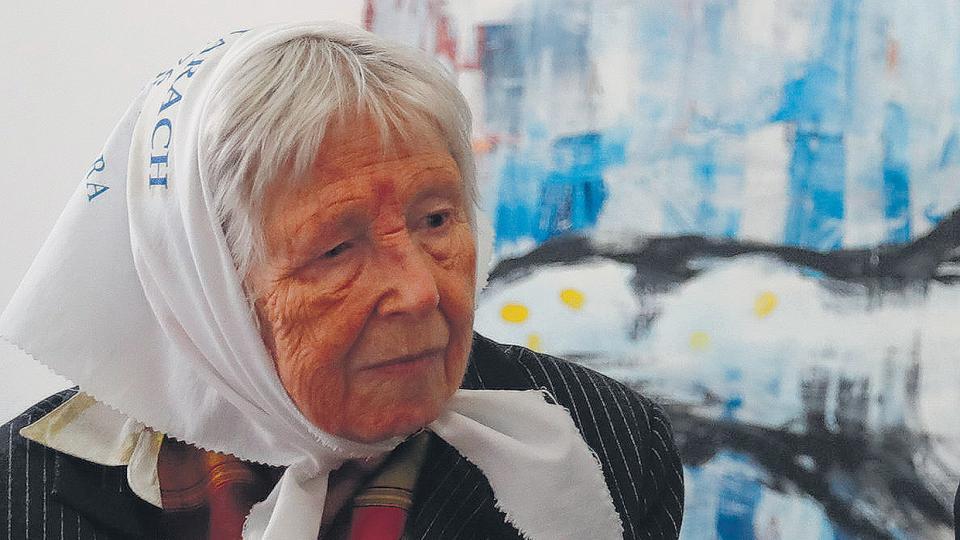 Jarach le contó a Merkel de su abuelo, víctima de los nazis, y de su hija, víctima de la dictadura.