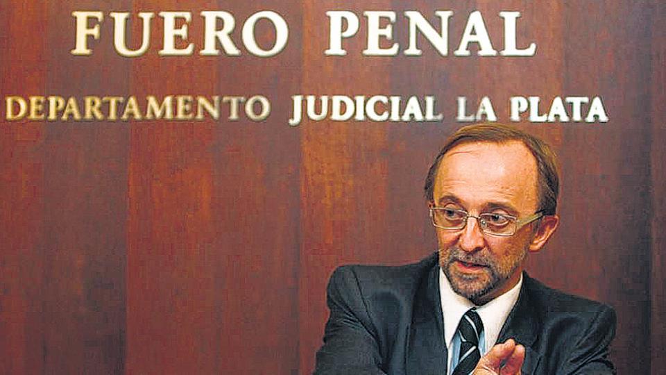 El suspendido fiscal Fernando Cartasegna fue internado el viernes en un neuropsiquiátrico.