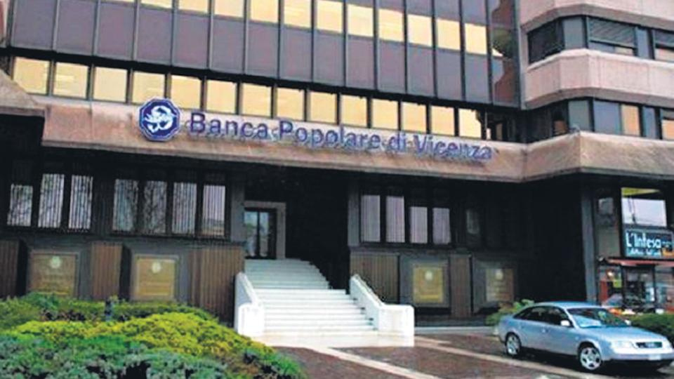 italia sale al rescate de dos bancos el estado as