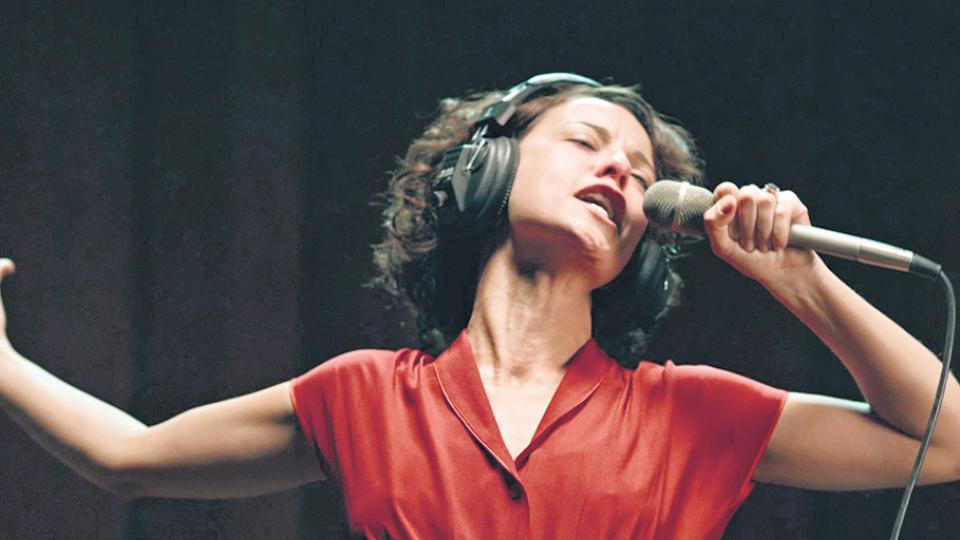 """""""Elis es una de las mejores cantantes del mundo, no sólo de Brasil"""", afirma Andréia Horta."""