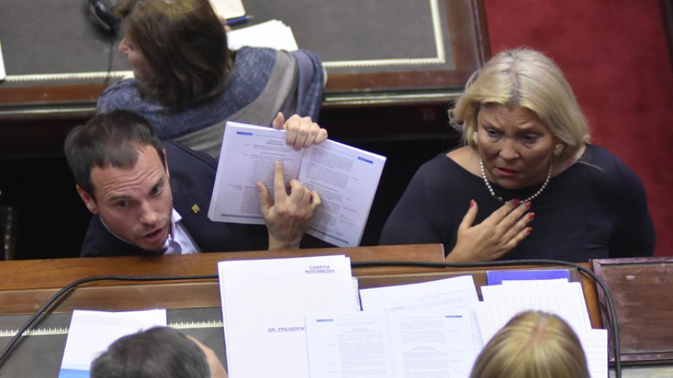 Fernando Sánchez y Elisa Carrió (Cambiemos) presionaron por el artículo 37 pero no lograron la aprobación.
