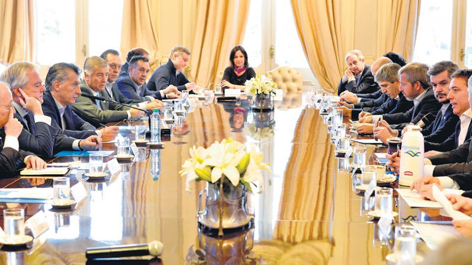 Los ministros y Mauricio Macri, en la reunión de gabinete realizada ayer por la mañana en Casa Rosada.