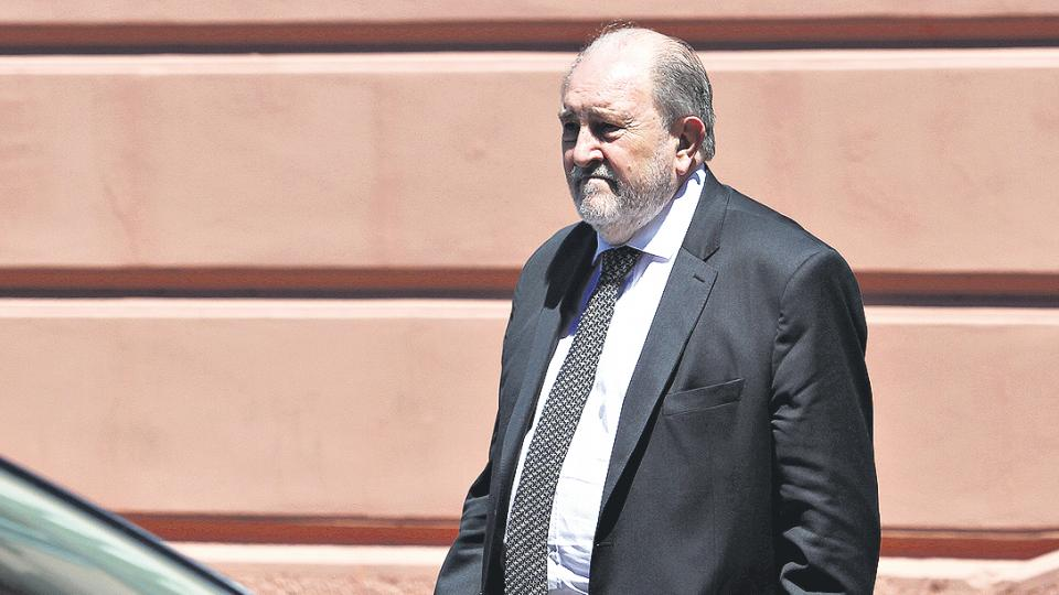 """El gobernador pampeano, Carlos Verna, afirmó que no piensa """"bajar las jubilaciones actuales y futuras""""."""