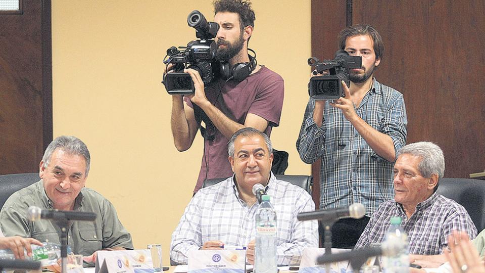 Carlos Acuña, Héctor Daer y Juan Carlos Schmid encabezarán el encuentro de hoy.