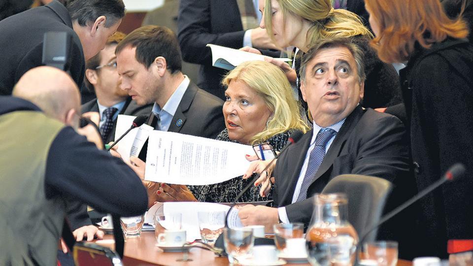 Elisa Carrió y Mario Negri, las espadas de Cambiemos para llevar adelante la maniobra contra De Vido.