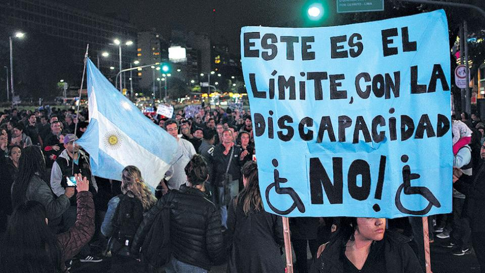 El 15 de junio pasado se produjo una masiva marcha contra el recorte de la ayuda a los discapacitados.