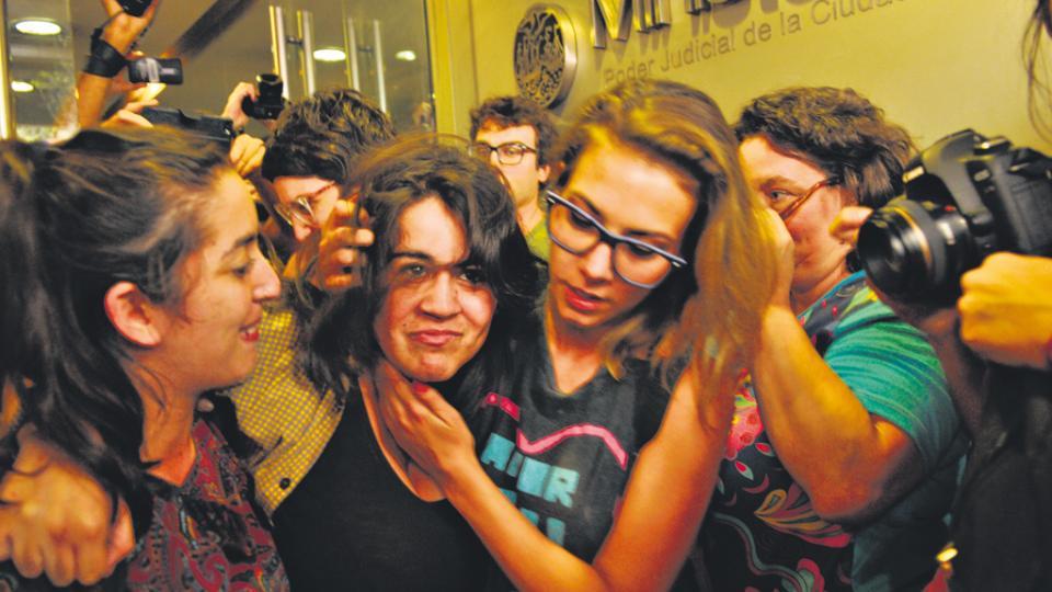 Las seis activistas permanecieron privadas de su libertad por más de 12 horas en la comisaría 9ª.