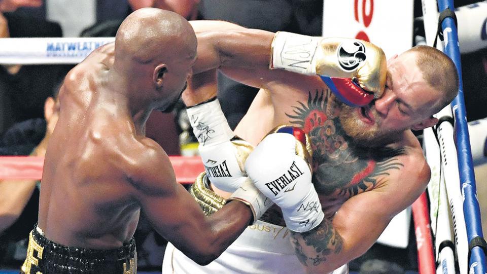 Mayweather tardó tres rounds en tomarle la mano a McGregor, y a partir de ahí descargó sus mejores golpes.