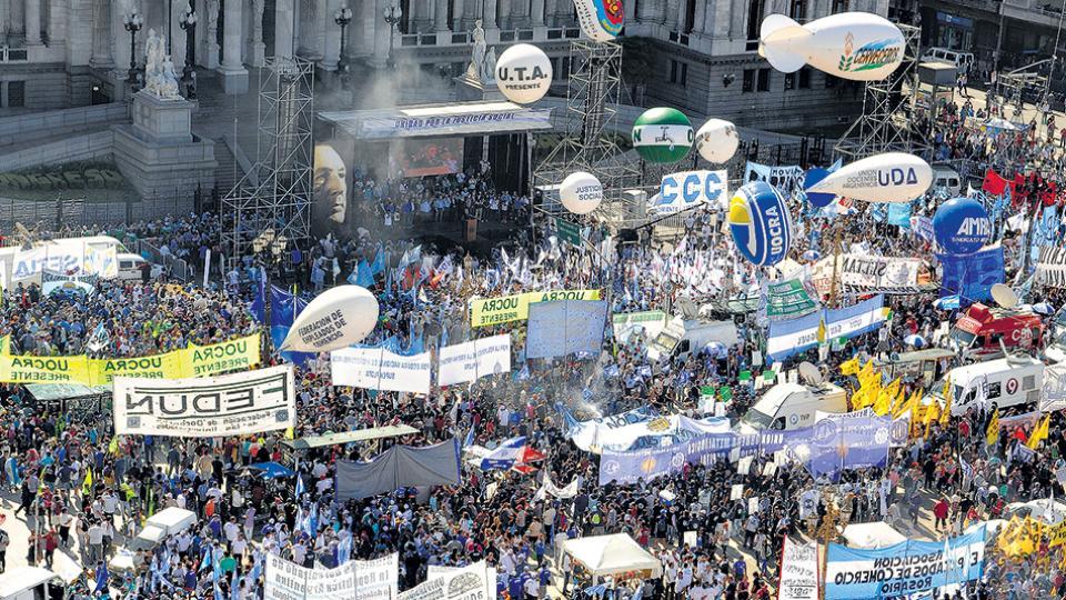 Los gremios y movimientos sociales comenzarán a movilizarse desde antes del mediodía por el centro porteño.