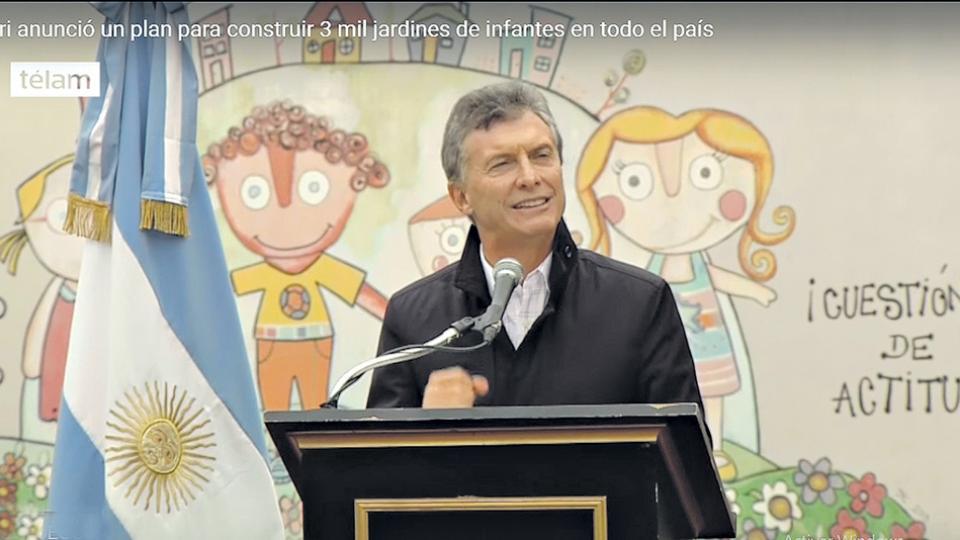 Imagen del video difundido por la agencia Télam el 11 de mayo de 2016 en el que Macri anuncia el plan para construir 3 mil jardines en cuatro años.