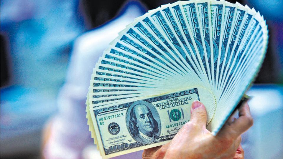 En julio se duplicó la fuga de divisas por ahorro respecto del año pasado, mientras que en siete meses pasó de 10 mil millones a 18 mil millones.