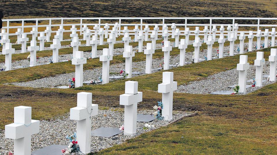 Detectan irregularidades en el cementerio de soldados argentinos en las Malvinas