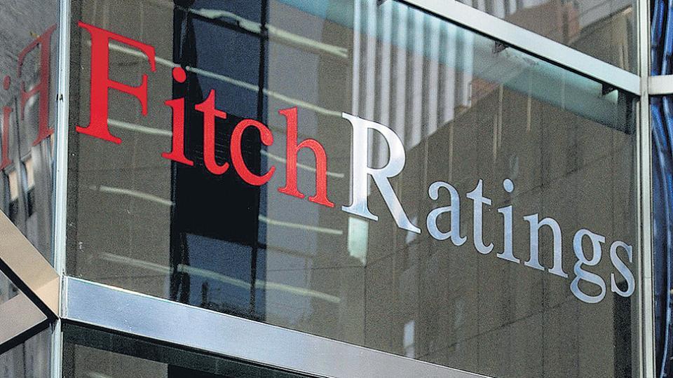 """La calificadora de riesgo redujó a """"negativa"""" la deuda argentina: Fitch le bajó el pulgar a Macri"""