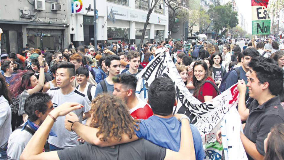 Los estudiantes continúan con las tomas y rechazan la reforma