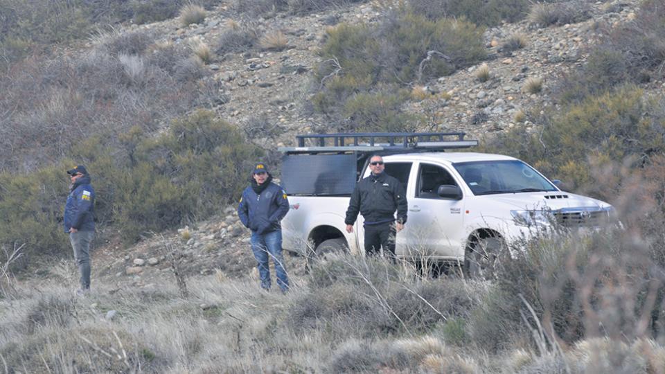 La Policía Federal participa en los rastrillajes en la zona de Cushamen, en Chubut.
