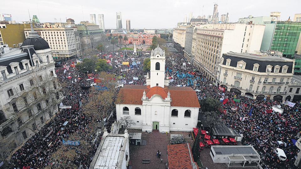 Toda la Plaza pidió por Santiago Maldonado. Los organizadores calcularon que participaron 250 mil personas.