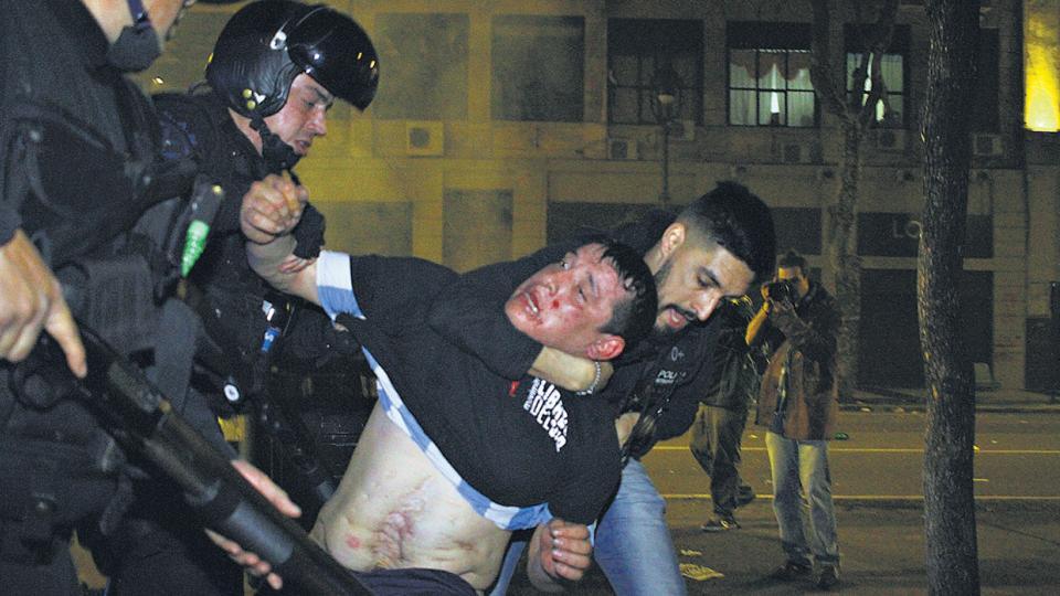La represión comenzó por la noche, cuando la mayoría de los manifestantes ya se había desconcentrado.