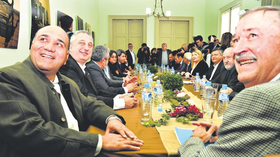 Los gobernadores y vices conversaron ayer alrededor de una mesa en la Casa de San Juan.