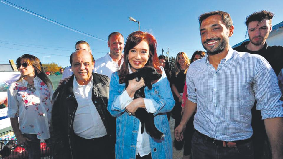 Cristina Kirchner recorrió una clínica veterinaria junto al intendente Juan Patricio Mussi.