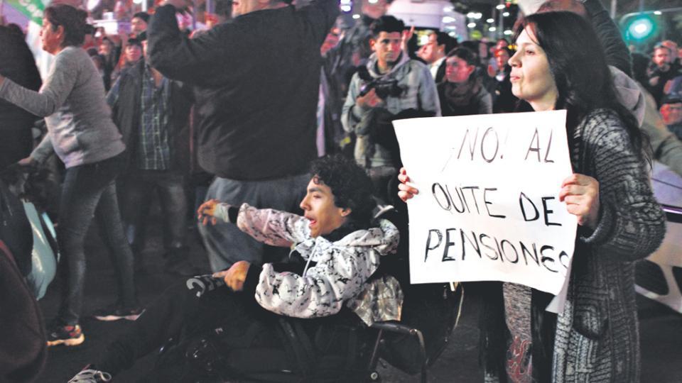 Una marcha de personas con discapacidad reclamó en junio por las pensiones eliminadas.