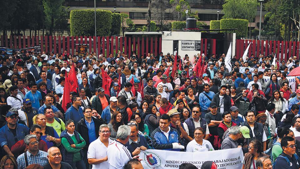 Activistas y sindicalistas protestan contra el Nafta en el D.F. mexicano, sede de las negociaciones.