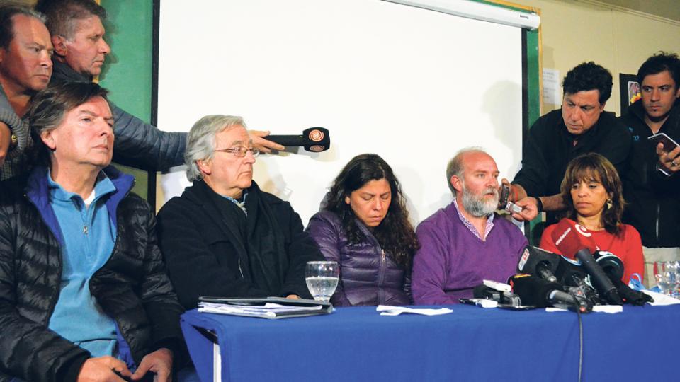 Mario Coriolano, el perito Alejandro Incháurregui, Andrea Antico, Sergio Maldonado y la abogada Verónica Heredia.