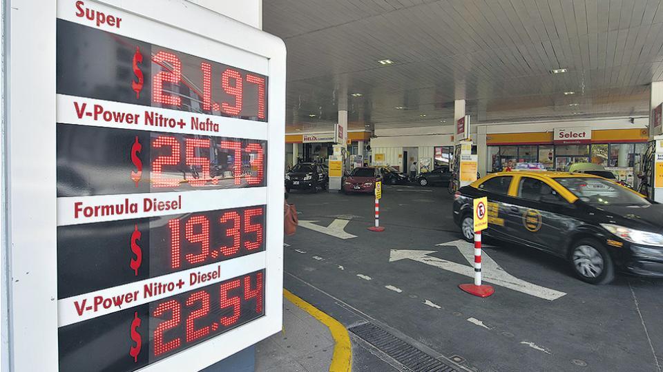 En las estaciones de Shell de la Ciudad de Buenos Aires el litro de nafta premium ya supera los 25 pesos.