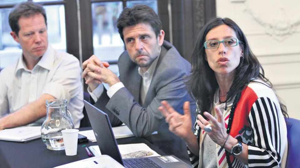 Paula Español advirtió sobre la precarización y la dificultad en la generación de empleo de calidad al presentar el informe.