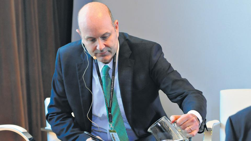 Federico Sturzenegger, presidente del Banco Central, busca apagar el incendio. Suben las naftas, suben las tasas. ¿Ojo por ojo?