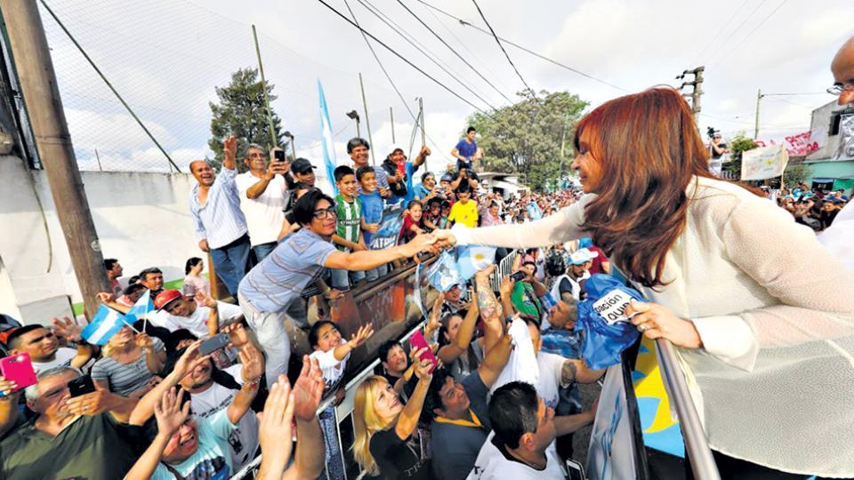Cristina Kirchner y Jorge Taiana fueron en caravana desde José C. Paz hasta San Miguel.